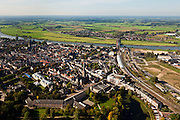 Nederland, Gelderland, Zurphen, 03-10-2010; overzicht van de binnenstad met .Nieuwstadskerk, rechts het station en de spoorbrug over de IJssel. Aan de andere kant van de rivier De Hoven, Veluwe aan de horizon.Overview of the town with, the station to the right, river IJssel (IJsselkade) with railway bridge..luchtfoto (toeslag), aerial photo (additional fee required).foto/photo Siebe Swart