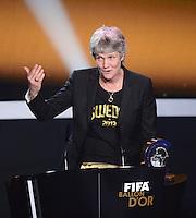 Fussball International  FIFA Ballon d Or   07.01.2013  Frauen -Trainerin des Jahres 2012 Trainerin Pia Sundhage (Schweden)