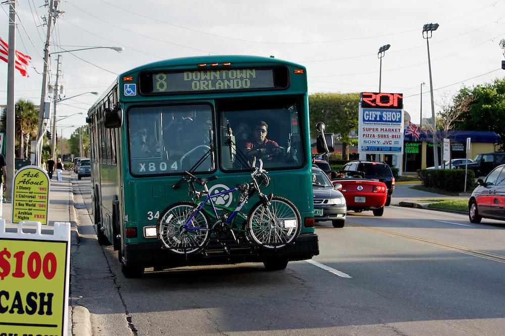 US-ORLANDO- City bus. PHOTO: GERRIT DE HEUS.VS - ORLANDO - Een bus op de openbare weg. PHOTO GERRIT DE HEUS