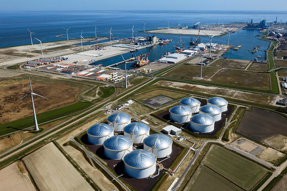 Nederland, Groningen, Eemshaven, 01-05-2013; Overzicht Eemshaven met Vopak Terminal Eemshaven met olieopslag in tanks. In de achtergrond verschillende energiecentrales, midden in beeld opslag van onderdelen voor de assemblage (samen te stellen)  van offshore windturbines zoals  masten, de turbine en de wieken, z.g.  superwindmolens met een enorm vermogen ook wel mega-windturbines.  ..Vopak Terminal in the Port of Eemshaven, oil storage in oil tanks, middle photo storage of parts for the assembly of offshore wind turbines such as masts, the turbine and blades (sails). A blue Wadden Sea...luchtfoto (toeslag op standard tarieven).aerial photo (additional fee required).copyright foto/photo Siebe Swart