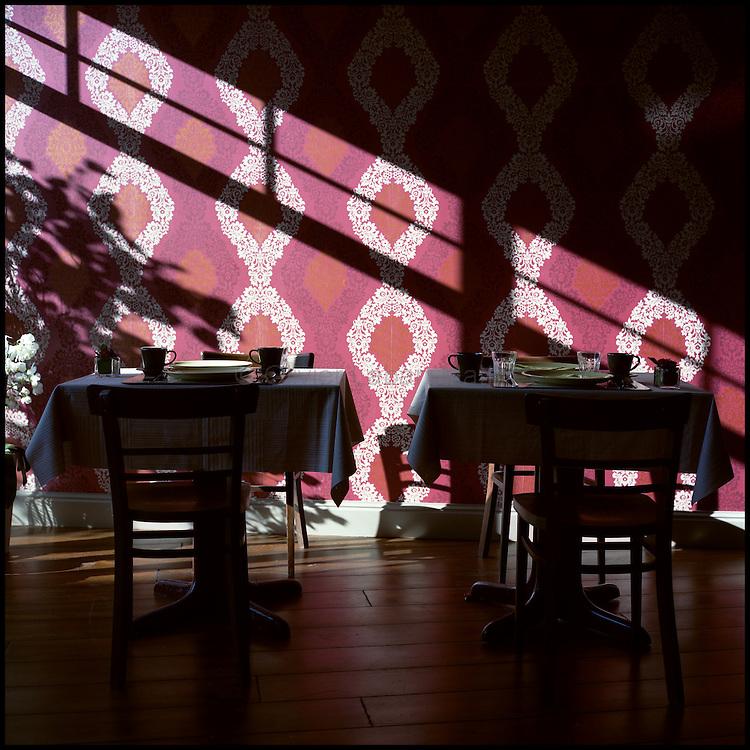 Le 23 octobre 2011, frontière Belgique / France, village de Poperinge (B), RN38. Photo de la salle de petit déjeuner de l'hôtel situé dans l'ancien poste frontière belge de Poperinge.