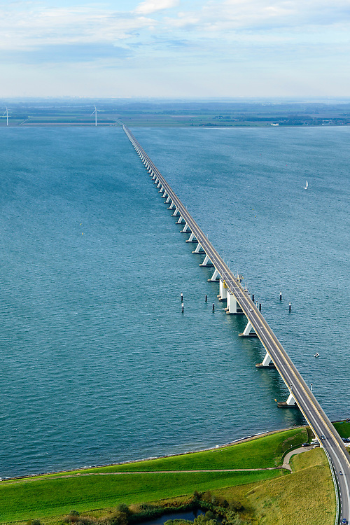Nederland, Zeeland, Schouwen-Duiveland, 28-10-2014; Zierikzee, Zeelandbrug over de Oosterschelde tussen Noord-Beveland en Schouwen-Duiveland.<br /> Zeeland bridge across the Eastern Scheldt, south-west Netherlands.<br /> luchtfoto (toeslag op standard tarieven);<br /> aerial photo (additional fee required);<br /> copyright foto/photo Siebe Swart