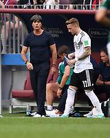 FUSSBALL WM 2018   Vorrunde Gruppe F -- Deutschland - Mexiko   17.06.2018 Trainer Joachim Loew (li) wechselt Marco Reus (re, beide Deutschland) ein