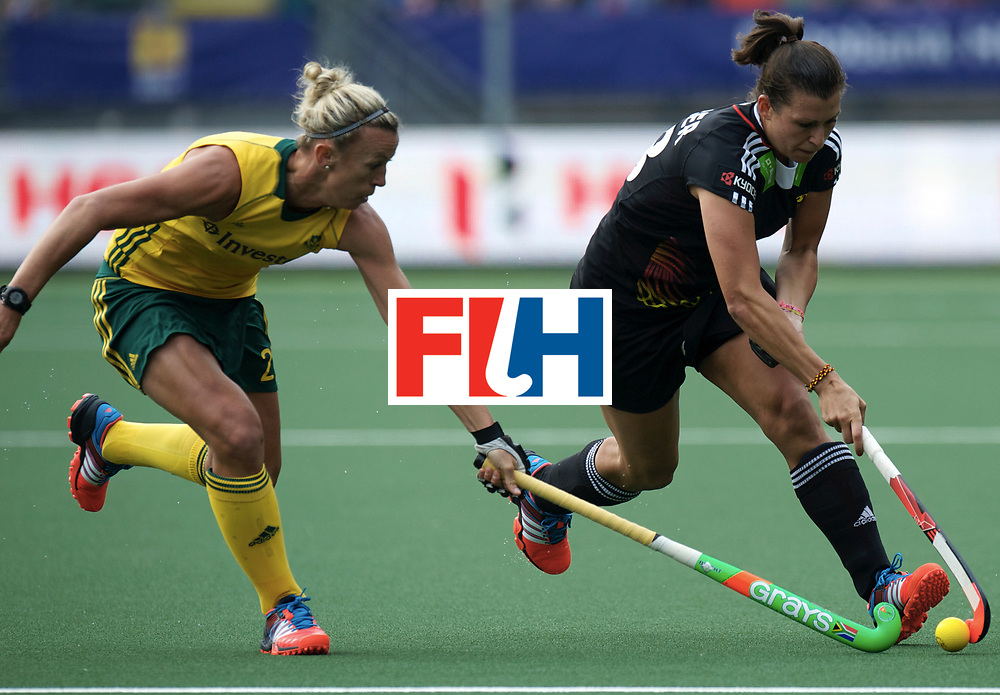 DEN HAAG - Rabobank Hockey World Cup<br /> 10 South Africa - Germany<br /> Foto: Julia Muller (black) and Kathleen Taylor (yellow).<br /> COPYRIGHT FRANK UIJLENBROEK FFU PRESS AGENCY