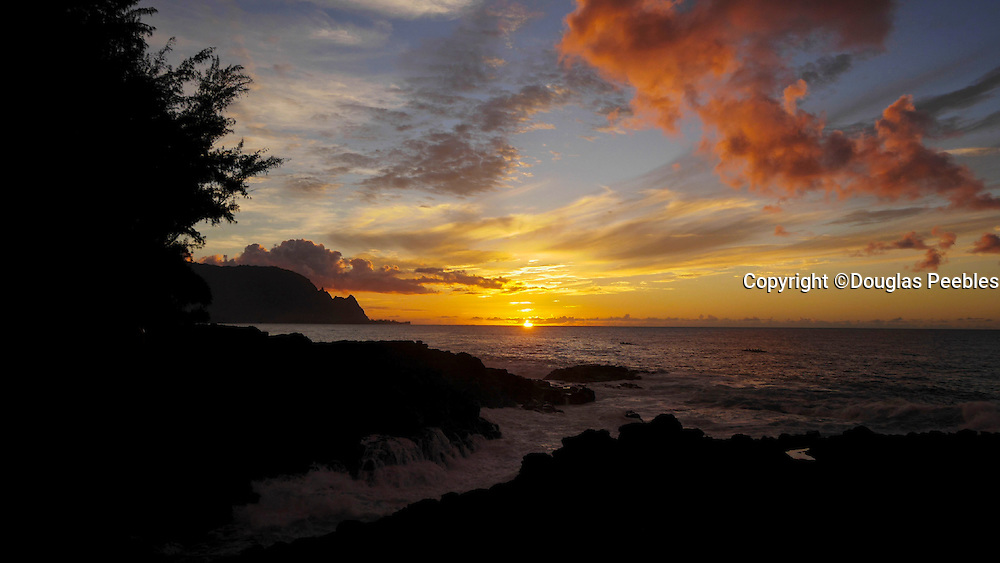 Timelapse, Hanalei Bay at sunset, Kauai, Hawaii