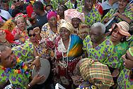 Lourdes Basanta (Lulú), Miguelina Conde y Kenton San Bernard (Kendo), miembros de la fundación Negra Isidora, durante el Carnaval de El Callao en Venezuela. Cada comparsa desfila con su propio conjunto musical, al tradicional ritmo del calipso. El Carnaval, celebrado entre los meses de febrero y marzo, tiene en El Callao una de sus manifestaciones más alegres y coloridas, gracias a la riqueza cultural de su mestizaje. El Callao, 2007 (Ramon Lepage / Orinoquiaphoto)  Lourdes Basante (Lulú), Miguelina Conde and Kenton San Bernard (Kendo) from the Negra Isidora foundation, during El Callao Carnival in Venezuela. Different groups participate in the parade with calypso musical companion. Carnival, celebrated between February and March, have in El Callao one of its colorful and happiest expressions, thanks to their cultural mixture. El Callao, 2007 (Ramon Lepage / Orinoquiaphoto).