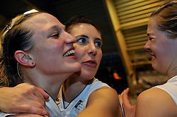 27-03-2011 VOLLEYBAL: TVC AMSTELVEEN - HEUTINK POLLUX: AMSTELVEEN <br /> Halve finale playoffs eredivisie 2010 - 2011 / (L-R) Judith Pietersen, Manon van Gruijthuijsen, Femke Stoltenberg<br /> ©2011 Ronald Hoogendoorn Photography