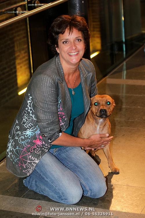 NLD/Haarlem/20121002- Opname AVRO's programma Maestro, Lenette van Dongen met haar hond