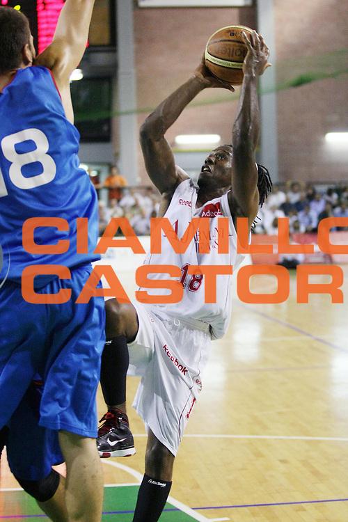 DESCRIZIONE : Casale Monferrato Lega A 2009-10 Basket Amichevole Fastweb Casale Monferrato Armani Jeans Milano<br /> GIOCATORE : Morris Finley<br /> SQUADRA : Armani Jeans Milano<br /> EVENTO : Campionato Lega A 2009-2010 <br /> GARA : Fastweb Casale Monferrato Armani Jeans Milano<br /> DATA : 12/09/2009<br /> CATEGORIA : Tiro<br /> SPORT : Pallacanestro <br /> AUTORE : Agenzia Ciamillo-Castoria/G.Cottini