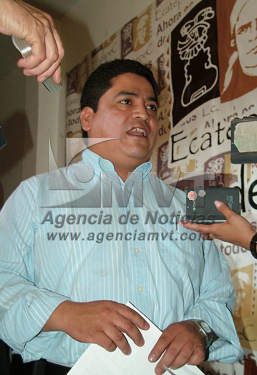 Ecatepec, Mex.- Jos&eacute; Luis Guti&eacute;rrez Cure&ntilde;o, presidente municipal de Ecatepec, denuncio durante su tradicional confrerencia de prensa de los lunes, que agentes mininisteriales de la procuraduria de justicia del estado han realizado amenazas a reporteros y polic&iacute;as municipales que participaron en la detenci&oacute;n de una banda de secuestradores. Agencia MVT / Jose Israel Nu&ntilde;ez. (DIGITAL)<br /> <br /> <br /> <br /> <br /> <br /> <br /> <br /> NO ARCHIVAR - NO ARCHIVE