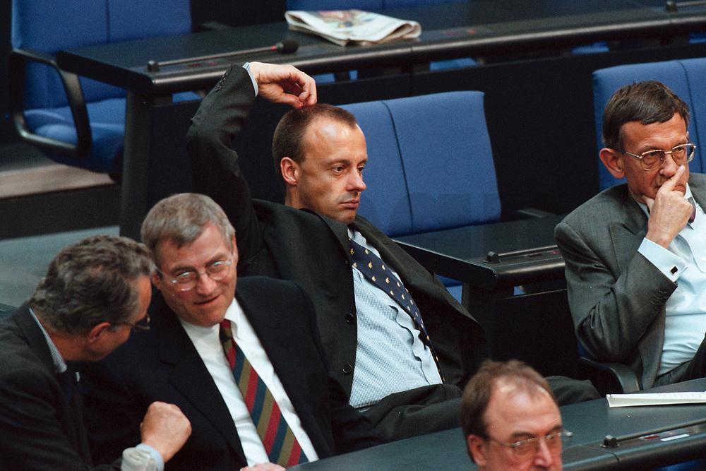 11 MAY 2000, BERLIN/GERMANY:<br /> Friedrich Merz, CDU, CDU/CSU Fraktionsvorsitzender, kratzt sich auf sehr dekorative Weise am Kopf, Bundestagsdebatte zur Regierungserklärung des Bundeskanzlers zur wirtschaftlichen Situation Deutschlands, Plenum, Deutscher Bundestag<br /> Friedrich Merz, CDU Chairman of the CDU/CSU parliamentary goup, during a debate, plenary, German Bundestag<br /> IMAGE: 20000511-01/04-25