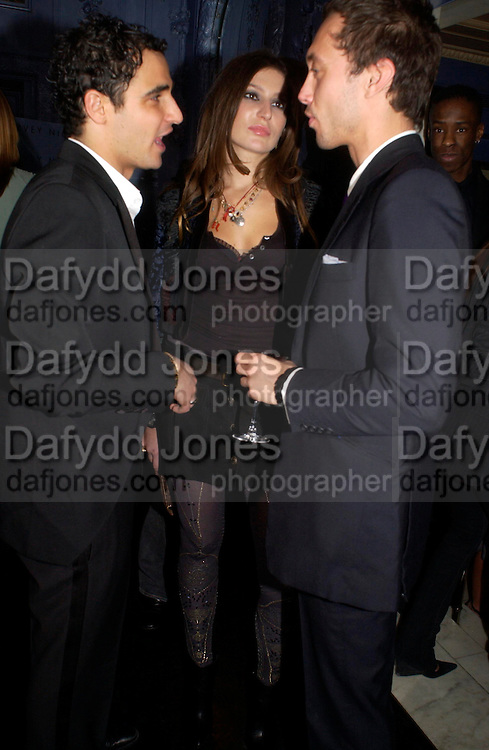 Zac Posen, Stella Schnabel and Dan Macmillan. Zac Posen Spring/ Summer collection launch party. The Blue Bar, Berkeley Hotel. London. 7 March 2004. Dafydd Jones,  ONE TIME USE ONLY - DO NOT ARCHIVE  © Copyright Photograph by Dafydd Jones 66 Stockwell Park Rd. London SW9 0DA Tel 020 7733 0108 www.dafjones.com