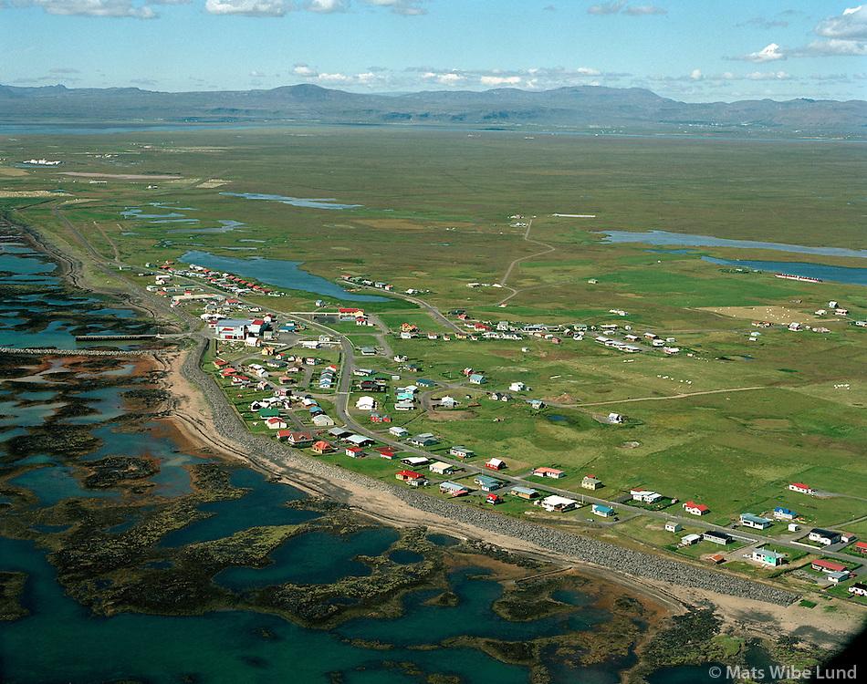 Stokkseyri, séð til norðvesturs / viewing northwest..Árborg frá 1998 / Arborg since 1998.
