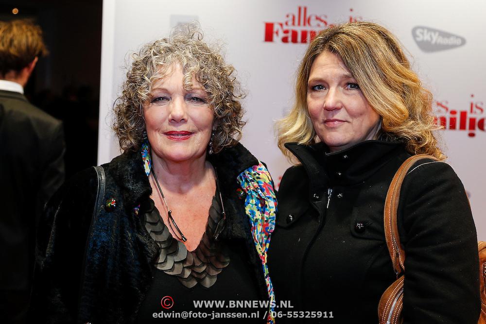 NLD/Amsterdam/20121119 - Premiere Alles is Familie, Willeke van Ammelrooy en dochter Denise Janzee