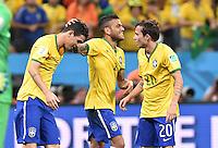 FUSSBALL WM 2014  VORRUNDE    Gruppe A    12.06.2014 Brasilien - Kroatien Oscar, Daniel Alves und Bernard (v.l., alle Brasilien) freuen sich nach dem Abpfiff