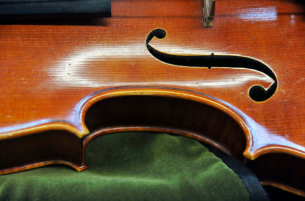 Nederland, Nijmegen, 8-10-2011een viool ligt in een vioolkist op bekleding van fluweel.Foto: Flip Franssen/Hollandse Hoogte