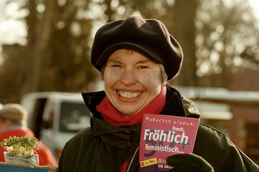 08 MAR 1996, GERMANY/KIEL::<br /> Irene Fröhlich, MdL, B90/Grüne, Spitzenkandidatin im Landtagswahlkampf, Straßenwahlkampf<br />   <br />  <br />  <br /> KEYWORDS: Wahlkampf, Froehlich