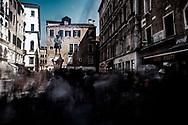 Venezia - Campo SAn Bortolo con il monumento a Carlo Goldoni.