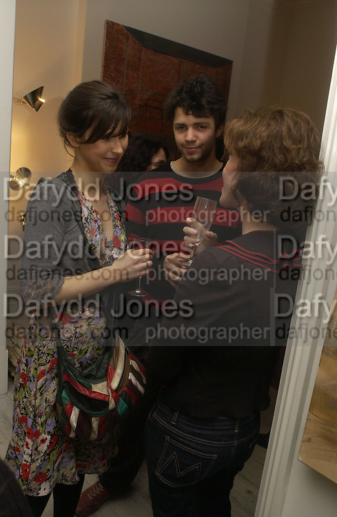 Sophie Hunter, Conrad Shawcross and Mollie Dent-Brocklehurst. Mollie Dent-Brocklehurst, Joe La Placa and Henk Pijnenburg host an evening salon featuring the paintings of Aaron van Erp. Conway St. London. 9 December 2005. Decembe 8  2005.ONE TIME USE ONLY - DO NOT ARCHIVE  © Copyright Photograph by Dafydd Jones 66 Stockwell Park Rd. London SW9 0DA Tel 020 7733 0108 www.dafjones.com