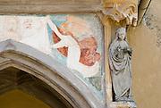 Burg zu Burghausen, Fresko an der äufleren Burgkapelle, Bayern, Deutschland.. | ..Burghausen Castle, fresko at chapel, Bavaria, Germany