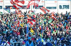 28.12.2013, Hochstein, Lienz, AUT, FIS Weltcup Ski Alpin, Lienz, Riesentorlauf, Damen, 2. Durchgang, im Bild Zuschauer im Zielstadion // Visitors at Finish Range after the 2nd run of ladies giant slalom Lienz FIS Ski Alpine World Cup at Hochstein in Lienz, Austria on 2013/12/28, EXPA Pictures © 2013 PhotoCredit: EXPA/ Michael Gruber