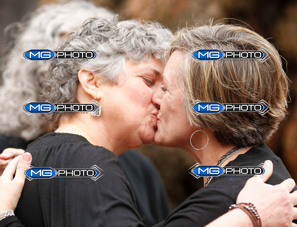 Donna and Tina  kiss after getting married in a park outside the Jefferson County Courthouse in Birmingham, Alabama, February 9, 2015. Same-sex couples began marrying in Alabama on Monday, defying an attempt by the chief justice of the state's Supreme Court to block probate judges from issuing marriages licenses to gays and lesbians.  REUTERS/Marvin Gentry (UNITED STATES)