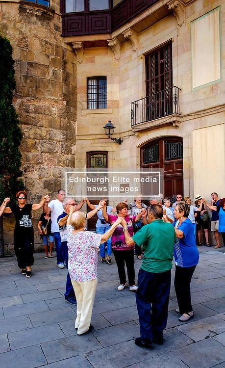 Catalans dancing a traditional dance  in the Palau de la Generalitat de Catalunya near Barcelona Cathedral<br /> <br /> (c) Andrew Wilson   Edinburgh Elite media