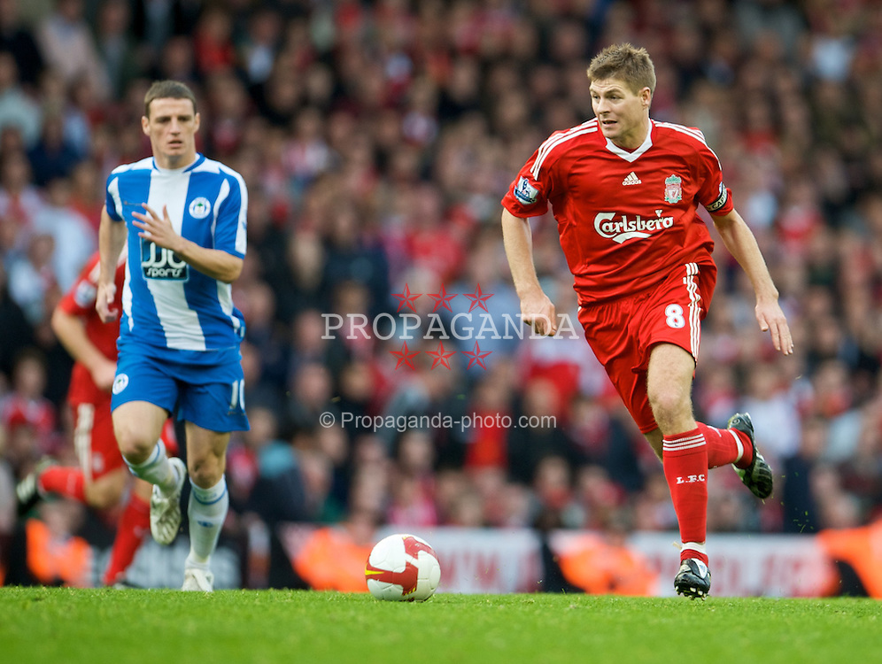 LIVERPOOL, ENGLAND - Saturday, October 18, 2008: Liverpool's captain Steven Gerrard MBE and Wigan Athletic's Jason Koumas during the Premiership match at Anfield. (Photo by David Rawcliffe/Propaganda)