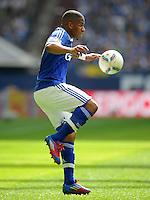 FUSSBALL   1. BUNDESLIGA   SAISON 2011/2012   33. SPIELTAG FC Schalke 04 - Hertha BSC Berlin                         28.04.2012 Jefferson Farfan (FC Schalke 04) am Ball