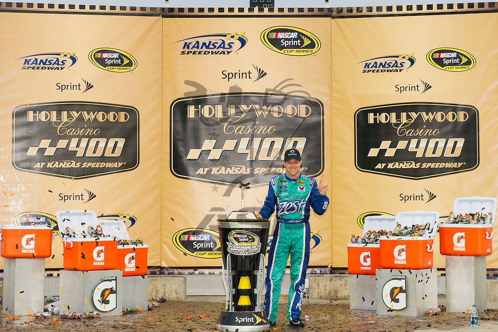 Kansas City, KS - OCT 21, 2012:  Matt Kenseth (17) wins the Hollywood Casino 400 at Kansas Speedway in Kansas City, KS.
