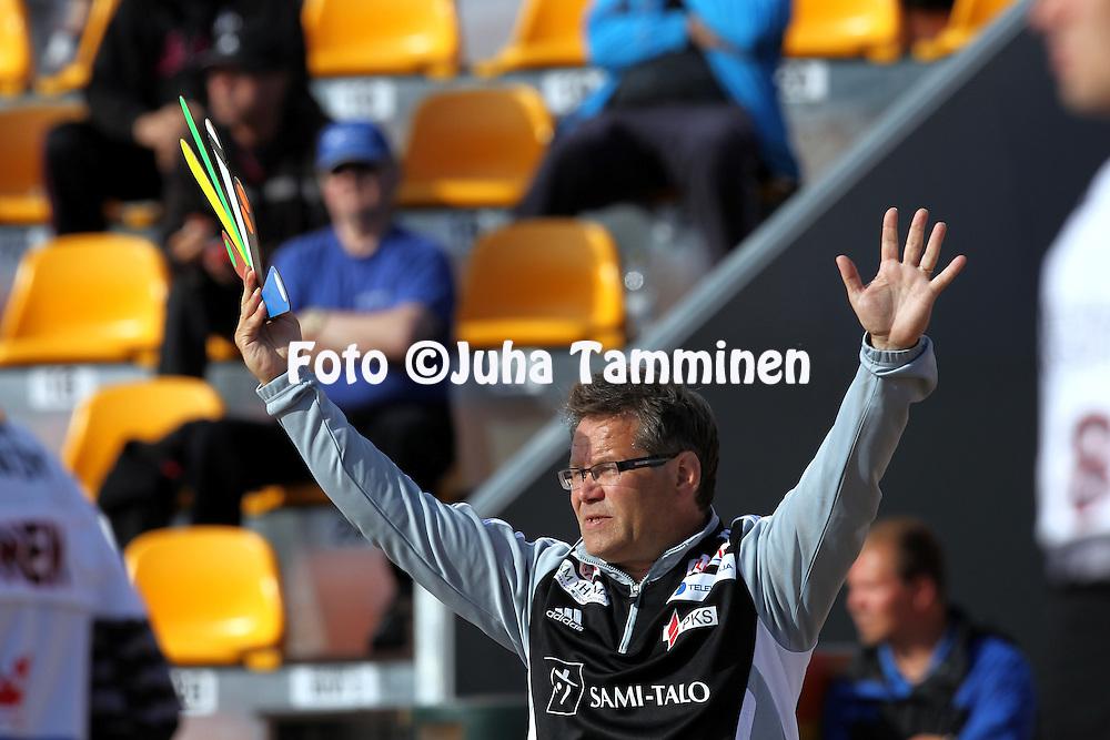 14.6.2011, Kouvola..Superpesis 2011, Kouvolan Pallonly?j?t  - Joensuun Maila..Pelinjohtaja Ari V?ist? - JoMa...