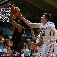 Southern California's Elijah Stewart, left, has the ball tipped away by Oregon State's Drew Eubanks (12) during the second half of an NCAA college basketball game in Corvallis, Ore., Wednesday Dec. 28, 2016. Southern California won 70-63. (AP Photo/Timothy J. Gonzalez)