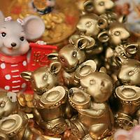 Toluca, Mex.- Amuletos esotericos para la buena suerte, el dinero y el amor, son vendidos de manera tradicional al inicio de cada a&ntilde;o en el mercado 16 de septiembre de Toluca. Agencia MVT / Mario Vazquez de la Torre. (DIGITAL)<br /> <br /> <br /> <br /> NO ARCHIVAR - NO ARCHIVE