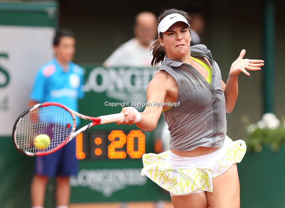 French Open 2014, Roland Garros,Paris,ITF Grand Slam Tennis Tournament,<br /> Alja Tomljanovic (CRO),Aktion,Einzelbild,Halbkoerper,Querformat,