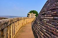 Inde, état du Madhya Pradesh, Sanchi, monuments bouddhiques classés Patrimoine mondial de l'UNESCO, le grand stupa // India, Madhya Pradesh state, Sanchi, Buddhist monuments listed as World Heritage by UNESCO, the main stupa a 2200 year old Buddhist monument built by Emperor Ashoka, Unesco World Heritage