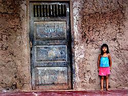 Criança de Rua abandonada em vila da capital. FOTO: Jefferson Bernardes/Preview.com
