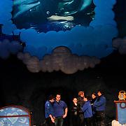 NLD/Harderwijk/201112119 - Frans Bauer oefent voor optreden musical Droomvlucht Dolfinarium Harderwijk,