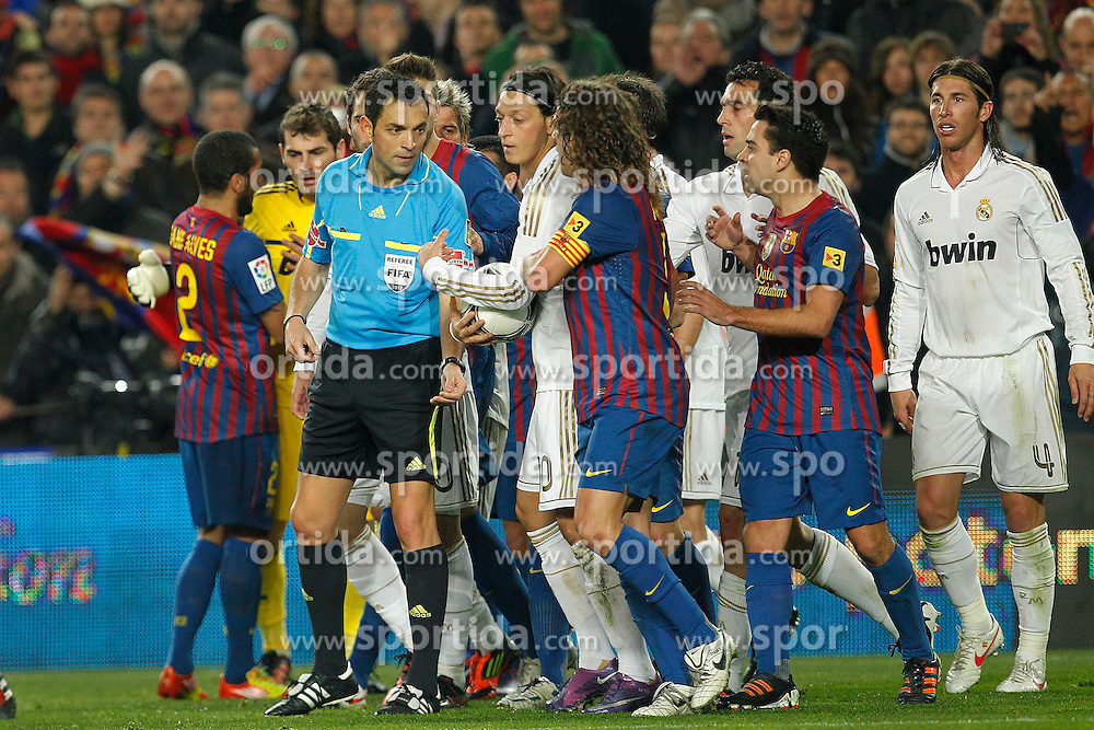 25.01.2012, Stadion Camp Nou, Barcelona, ESP, Copa del Rey, FC Barcelona vs Real Madrid, im Bild Barcelona's and Real Madrid's // during the football match of spanish Copy del Rey, between FC Barcelona and Real Madrid at Camp Nou stadium, Barcelona, Spain on 2012/01/25. EXPA Pictures © 2012, PhotoCredit: EXPA/ Alterphotos/ Cesar Cebolla..***** ATTENTION - OUT OF ESP and SUI *****