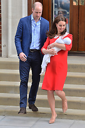 © Licensed to London News Pictures. 23/04/2018. London, UK. The DUCHESS OF CAMBRIDGE and the DUKE OF CAMBRIDGE with their third new born baby leave the Lindo Wing of St Mary's Hospital. London, UK. Photo credit: Ray Tang/LNP
