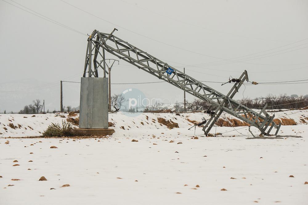 Torre eléctrica rota por el peso de la nieve. Almansa. Albacete ©Antonio Real Hurtado / PILAR REVILLA