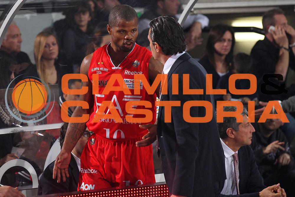 DESCRIZIONE : Caserta Lega A 2011-12 Pepsi Caserta EA7 Emporio Armani Milano<br /> GIOCATORE : Sergio Scariolo Omar Cook<br /> SQUADRA : EA7 Emporio Armani Milano<br /> EVENTO : Campionato Lega A 2011-2012<br /> GARA : Pepsi Caserta EA7 Emporio Armani Milano<br /> DATA : 27/11/2011<br /> CATEGORIA : coach<br /> SPORT : Pallacanestro<br /> AUTORE : Agenzia Ciamillo-Castoria/ElioCastoria<br /> Galleria : Lega Basket A 2011-2012<br /> Fotonotizia : Caserta Lega A 2011-12 Pepsi Caserta EA7 Emporio Armani Milano<br /> Predefinita :
