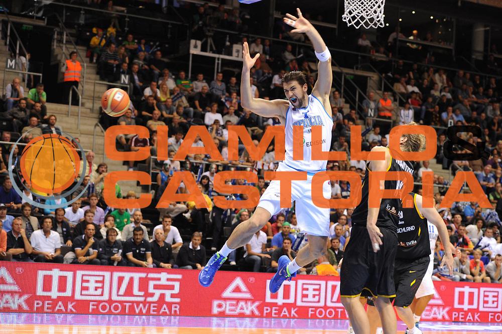 DESCRIZIONE : Siauliai Lithuania Lituania Eurobasket Men 2011 Preliminary Round Italia Germania Italy Germany<br /> GIOCATORE : Andrea Bargnani Dirk Nowitzki<br /> SQUADRA : Italia Italy<br /> EVENTO : Eurobasket Men 2011<br /> GARA : Italia Germania Italy Germany<br /> DATA : 01/09/2011 <br /> CATEGORIA : curiosita<br /> SPORT : Pallacanestro <br /> AUTORE : Agenzia Ciamillo-Castoria/GiulioCiamillo<br /> Galleria : Eurobasket Men 2011 <br /> Fotonotizia : Siauliai Lithuania Lituania Eurobasket Men 2011 Preliminary Round Italia Germania Italy Germany<br /> Predefinita :