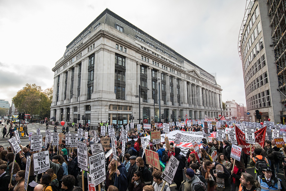 © Licensed to London News Pictures. 15/11/2017. London, UK. Students march through central London in protest against student fees. Photo credit: Rob Pinney/LNP