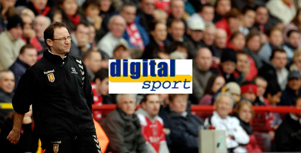 Photo: Alan Crowhurst.<br />Charlton Athletic v Aston Villa. The Barclays Premiership. 30/12/2006. Villa coach Martin O'Neill in despair.