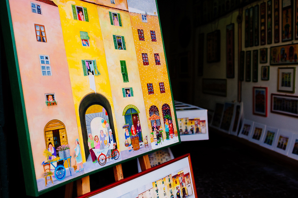 Artist's shop in Piazza Anfiteatro - Lucca, Italy