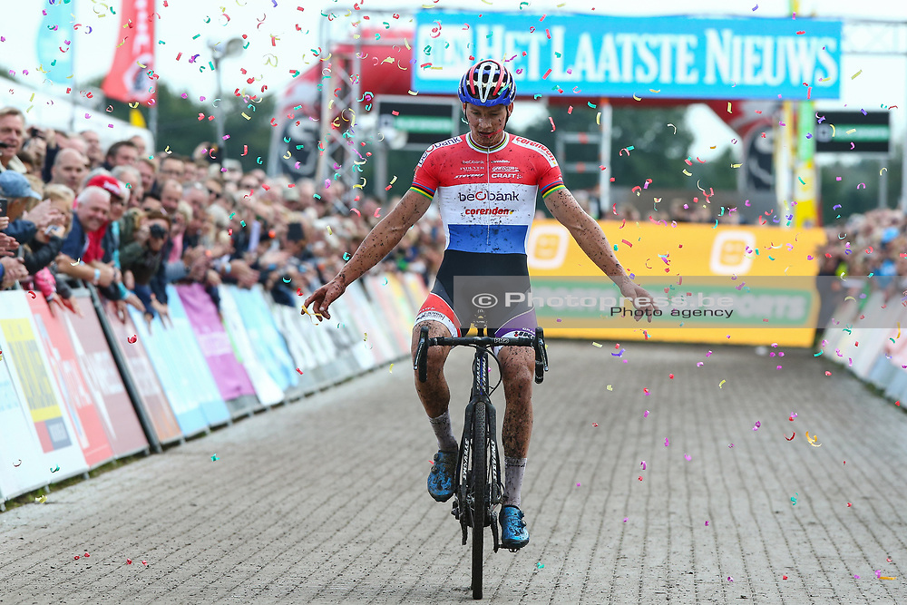 NETHERLANDS / NEDERLAND / PAYS BAS / GIETEN / CYCLING / WIELRENNEN / CYCLISME / CYCLOCROSS / VELDRIJDEN /  TELENET SUPERPRESTIGE VELDRIJDEN / MEN ELITE / AANKOMST / FINISH / MATHIEU VAN DER POEL (NED - BEOBANK - CORENDON) / <br /> <br /> PUBLICATION IN BELGIAN NEWSPAPERS IS NOT ALLOWED