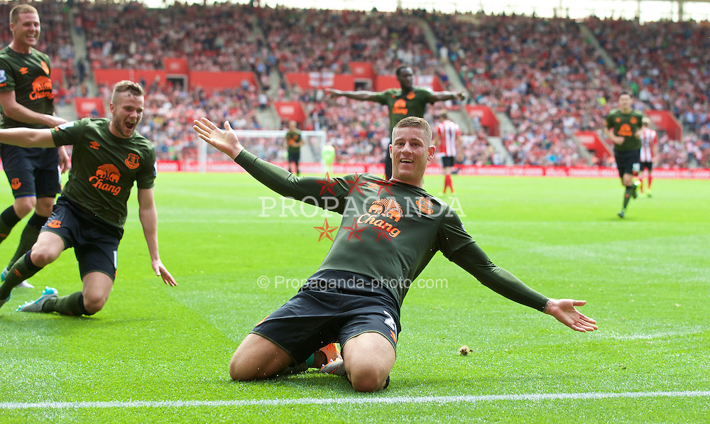 SOUTHAMPTON, ENGLAND - Saturday, August 15, 2015: Everton's Ross Barkley celebrates scoring the third goal against Southampton during the FA Premier League match at St Mary's Stadium. (Pic by David Rawcliffe/Propaganda)
