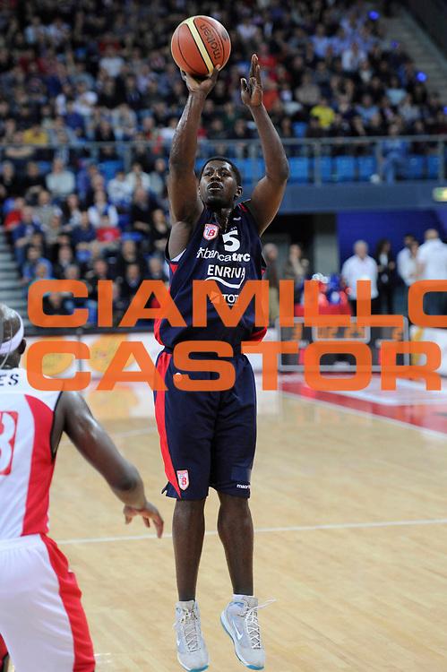 DESCRIZIONE : Pesaro Lega A 2011-12 Scavolini Siviglia Pesaro Banca Tercas Teramo<br /> GIOCATORE : Brandon Brown<br /> CATEGORIA : tiro<br /> SQUADRA : Banca Tercas Teramo<br /> EVENTO : Campionato Lega A 2011-2012<br /> GARA : Scavolini Siviglia Pesaro Banca Tercas Teramo<br /> DATA : 25/03/2012<br /> SPORT : Pallacanestro<br /> AUTORE : Agenzia Ciamillo-Castoria/C.De Massis<br /> Galleria : Lega Basket A 2011-2012<br /> Fotonotizia : Pesaro Lega A 2011-12 Scavolini Siviglia Pesaro Banca Tercas Teramo<br /> Predefinita :