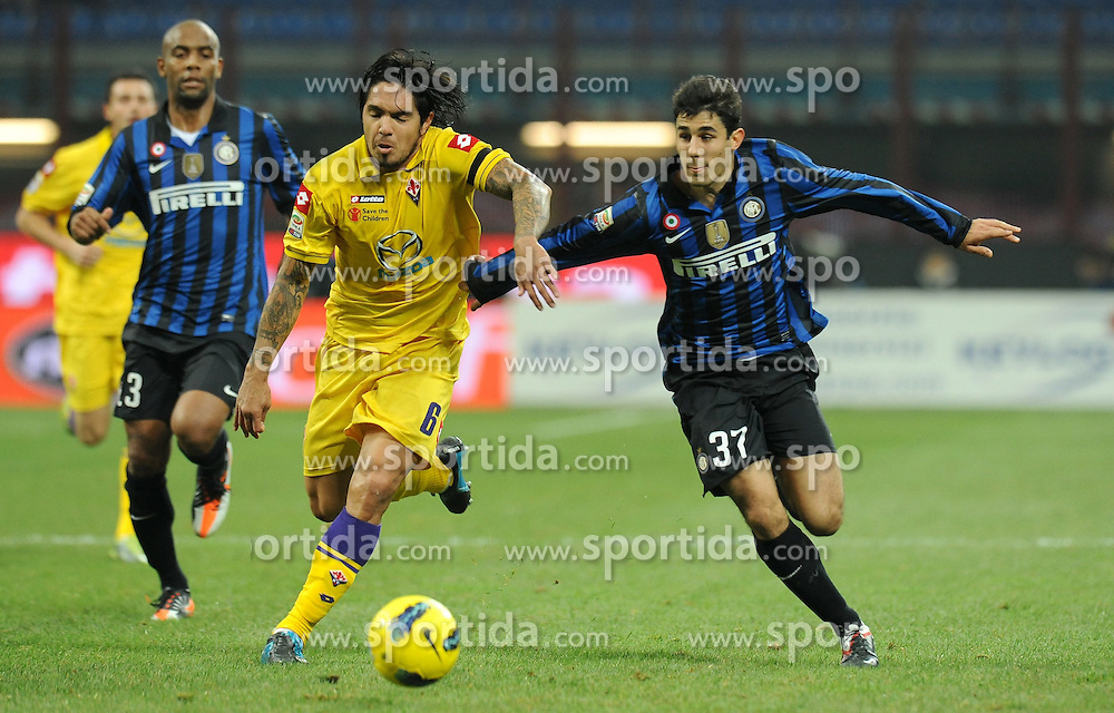10.12.2011, Stadion Giuseppe Meazza, Mailand, ITA, Serie A, Inter Mailand vs AC Florenz, 15. Spieltag, im Bild Marco Davide FARAONI (Inter), Juan Manuel VARGAS (Fiorentina the football match of Italian 'Serie A' league, 15th round, between Inter Mailand and AC Florenz at Stadium Giuseppe Meazza, Milan, Italy on 2011/12/10. EXPA Pictures © 2011, PhotoCredit: EXPA/ Insidefoto/ Alessandro Sabattini..***** ATTENTION - for AUT, SLO, CRO, SRB, SUI and SWE only *****