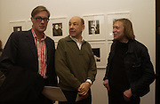 Tim Hunt, Anthony D'Offay and James Putnam. Warhol's World. Photography and Television. Hauser and Wirth. Piccadilly, London. 26  January 2006.  ONE TIME USE ONLY - DO NOT ARCHIVE  © Copyright Photograph by Dafydd Jones 66 Stockwell Park Rd. London SW9 0DA Tel 020 7733 0108 www.dafjones.com